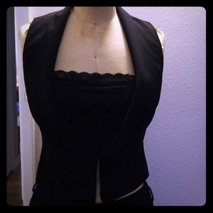 NWOT Forever 21 black vest with clasp